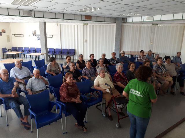 Usuarios del servicio de teleasistencia trabajan las relaciones intergeneracionales, Foto 3