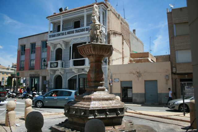 The bidding document for the contract for the rehabilitation works of the Juan de Uzeta Fountain and its surroundings, in the Plaza de la Constitución, was approved - 1