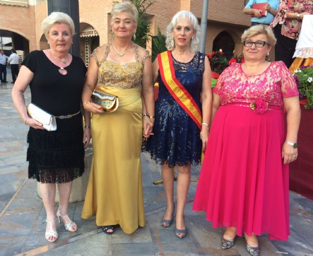 Julia Martínez is crowned as the new queen of the Elderly Parties of the Municipal Center of the Plaza Balsa Vieja