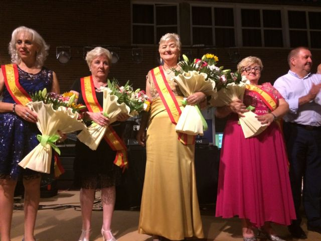 Julia Martínez is crowned as the new queen of the Elderly Parties of the Municipal Center of the Plaza Balsa Vieja, Foto 3