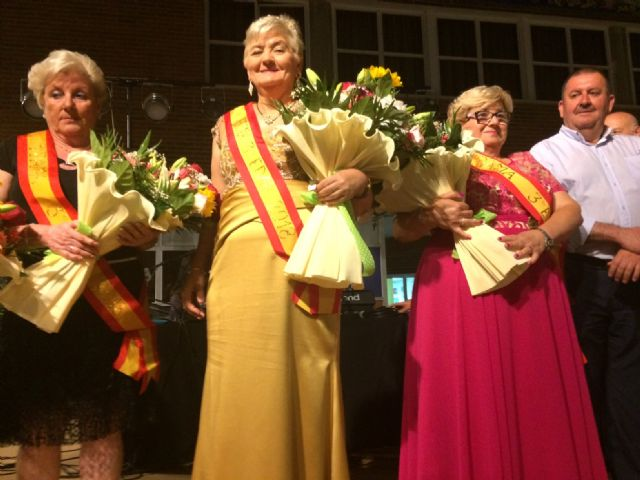 Julia Martínez is crowned as the new queen of the Elderly Parties of the Municipal Center of the Plaza Balsa Vieja, Foto 4