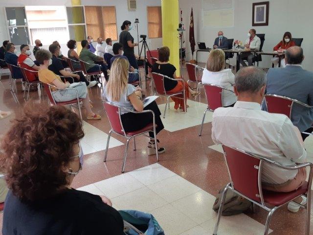 [Expertos y responsables técnicos y políticos analizan la correlación de los factores sociales en el impacto del COVID-19 en el municipio de Totana