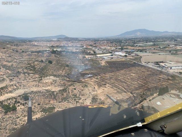 [Efectivos del Infomur controlan un incendio de vegetación en Totana