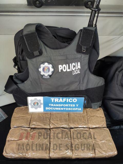 Dos detenidos con más de quince kilos de hachís en el vehículo en que circulaban en Molina de Segura - 1, Foto 1