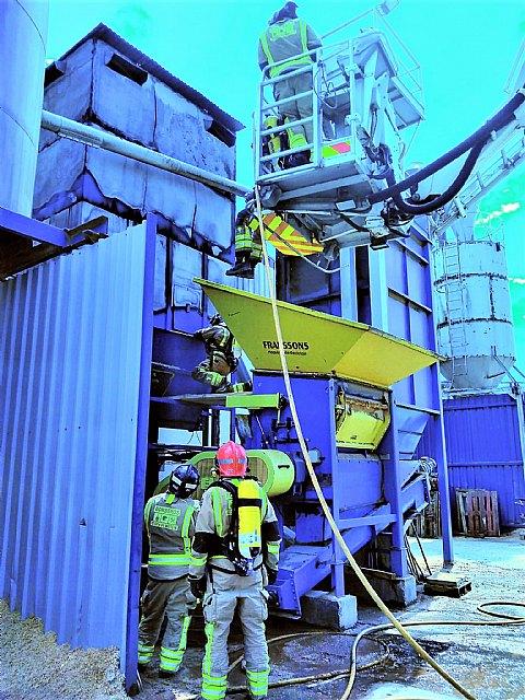 Incendio en un silo de madera de una fábrica de Yecla - 1, Foto 1