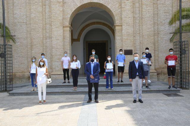 Un centenar de alumnos participa en las Olimpiadas Científicas on line de la UCAM - 1, Foto 1