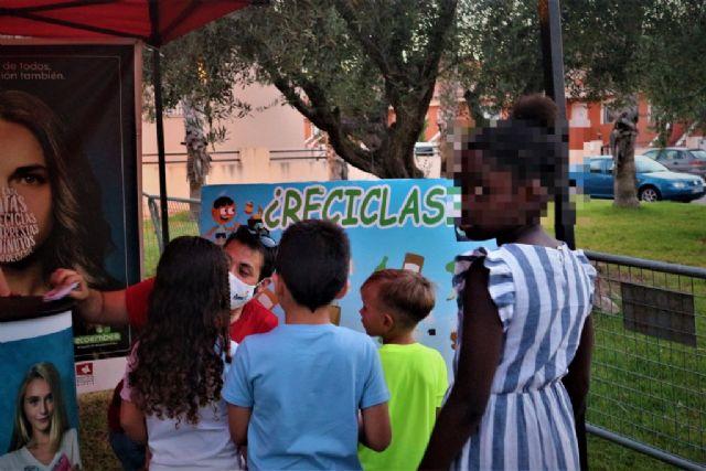 En marcha los talleres de reciclaje para los más pequeños todos los viernes de los 'veranos de barrio', Foto 2