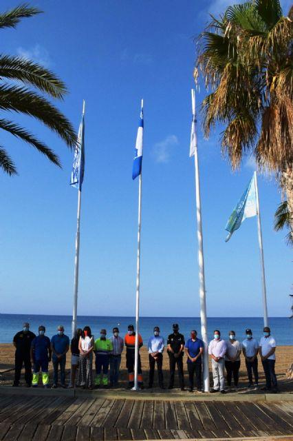 Mazarrón iza las banderas que ponen de manifiesto la calidad turística de sus playas - 1, Foto 1