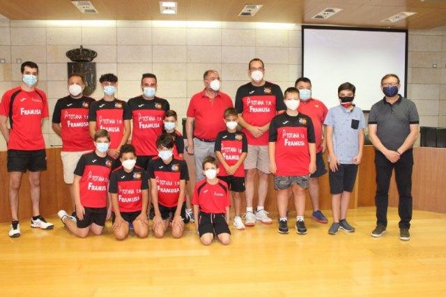 [El Ayuntamiento realiza una recepción institucional al equipo Framusa Totana Tenis de Mesa por su éxito en los Campeonatos de España de Veteranos, celebrados en Antequera (Málaga)