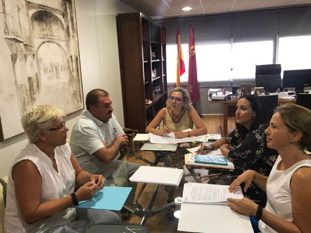 Autoridades municipales se reúnen con la consejera de Educación y su equipo directivo - 1, Foto 1