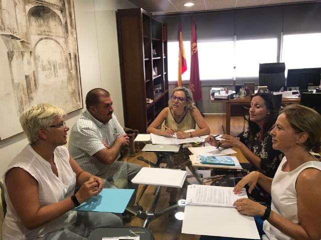 Autoridades municipales se reúnen con la consejera de Educación y su equipo directivo - 2, Foto 2