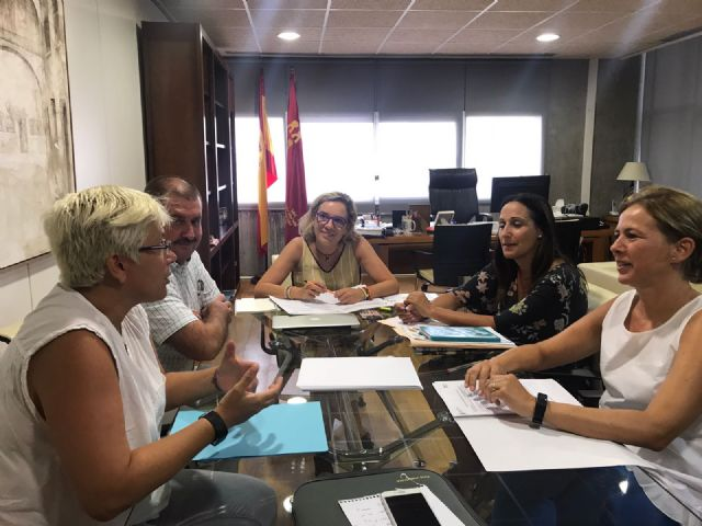Autoridades municipales se reúnen con la consejera de Educación y su equipo directivo - 3, Foto 3