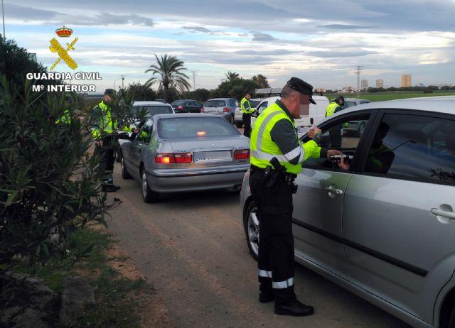 La Guardia Civil investiga al conductor de un camión portavehículos de 7,5 toneladas por sextuplicar la tasa máxima de alcohol - 1, Foto 1