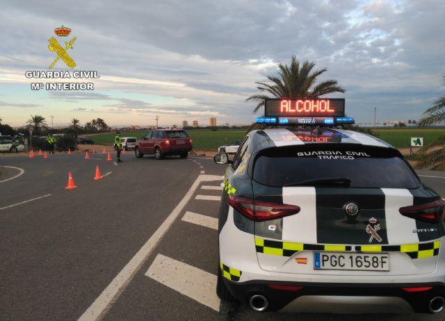 La Guardia Civil investiga al conductor de un camión portavehículos de 7,5 toneladas por sextuplicar la tasa máxima de alcohol - 3, Foto 3