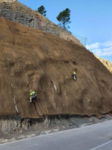 Fomento refuerza la seguridad de los taludes de la carretera que conecta Ojós y Blanca - 2, Foto 2