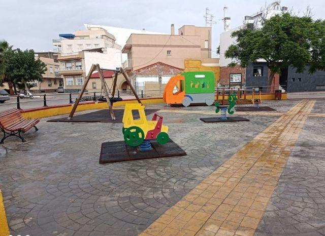 La Concejalía refuerza la limpieza y desinfección de los parques infantiles de la localidad - 1, Foto 1