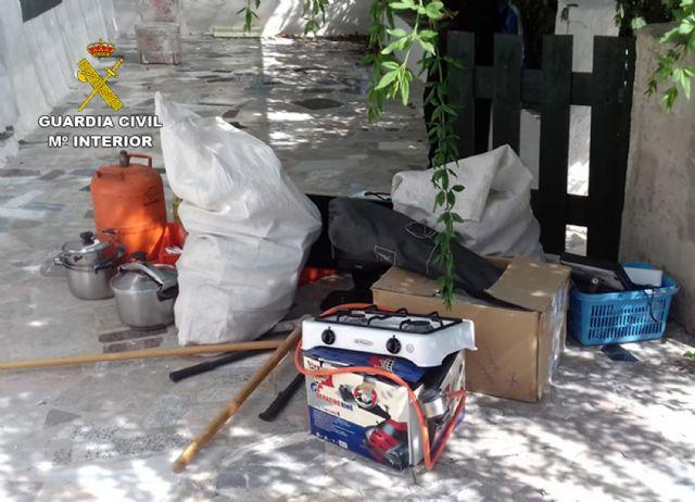 La Guardia Civil detiene in fraganti a dos personas relacionadas con varios robos en viviendas de Moratalla - 1, Foto 1