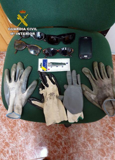 La Guardia Civil detiene in fraganti a dos personas relacionadas con varios robos en viviendas de Moratalla - 3, Foto 3