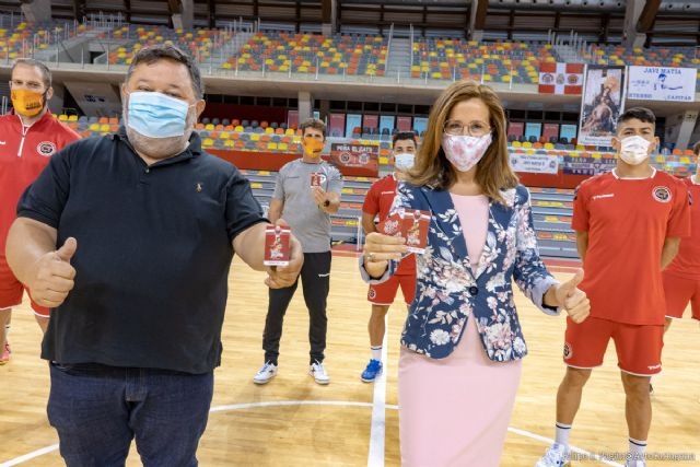 La alcaldesa anima a los aficionados a abonarse a los clubes de fútbol punteros del municipio - 1, Foto 1