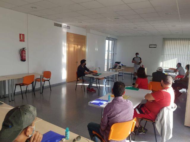 El Candil inicia dos nuevas ediciones de la acci�n formativa Competencias B�sicas para el Empleo en Totana y Alhama, Foto 1