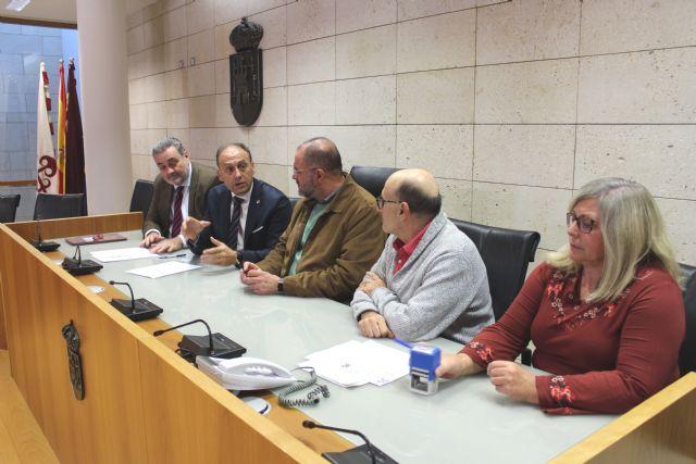 El alcalde firma el préstamo de agrupamiento de créditos para la financiación de gran parte de la deuda municipal para los próximos 20 años.
