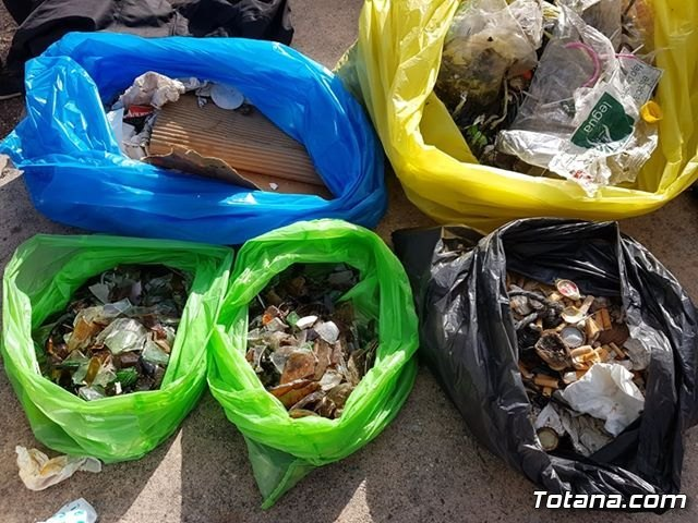 School children collect garbage in the area of ​​La Santa, Foto 2