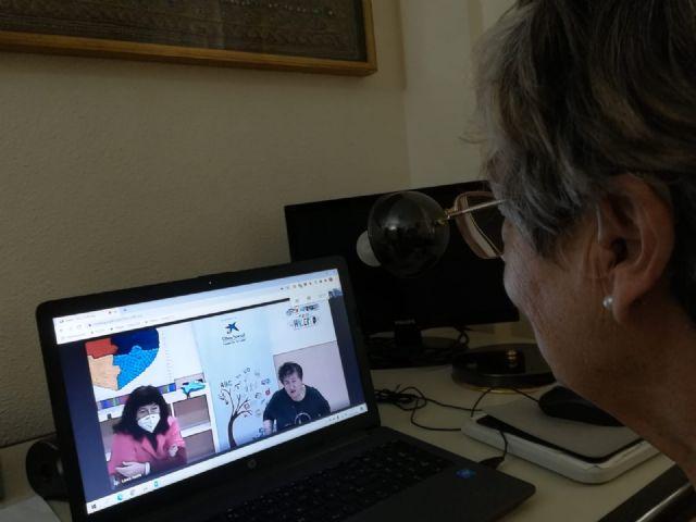 Usuarios de Aidemar endulzan la Navidad a los mayores de San Pedro del Pinatar a través de videollamadas - 2, Foto 2