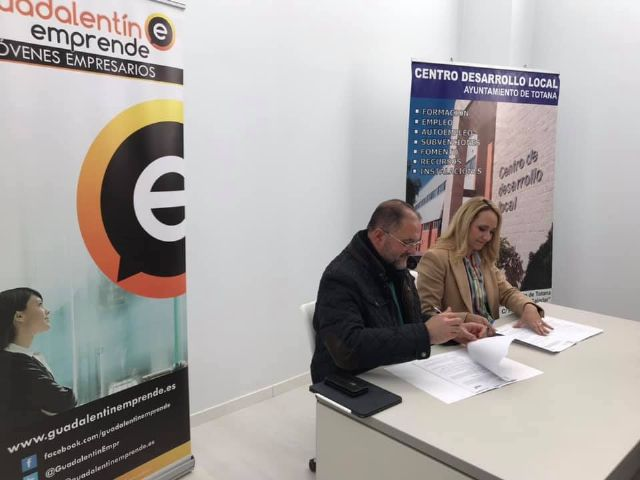 "The City Council signs an agreement with the Association of Young Entrepreneurs ""Guadalentín Emprende"""