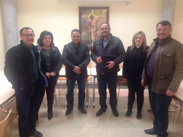 The mayor meets with the Illustrious Cabildo Processions Superior
