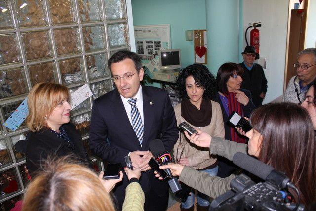 D. Diego Conesa propone a la consejera Dª Violante Tomás la ampliación de la Residencia de Mayores de Alhama, Foto 5