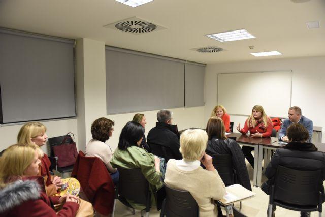 Comunidad y ayuntamiento  informan de las ayudas destinadas al pequeño comercio, Foto 1