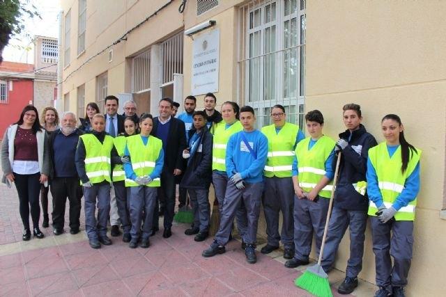 Quince jóvenes en paro de Alcantarilla se especializan en el sector de la limpieza con un programa de la Comunidad - 1, Foto 1