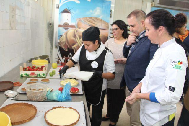 Panadería José Antonio muestra la elaboración artesanal de la reposteria tradicional de la Región - 2, Foto 2