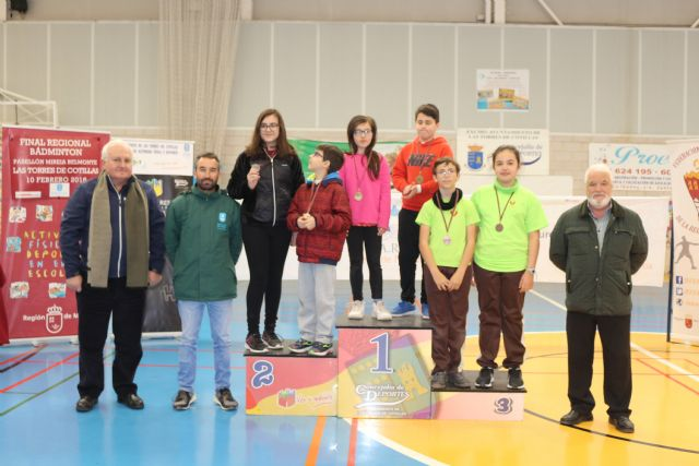 The couple formed by Lucía Valenzuela and Ã�lvaro Salas, of La Milagrosa School, were proclaimed regional champions of Badminton School Sports