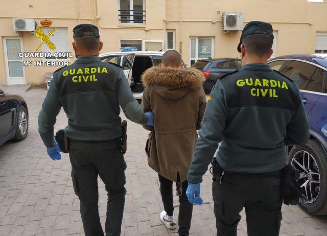 La Guardia Civil detiene a un joven por la comisión de una decena de robos en viviendas de Caravaca de la Cruz - 1, Foto 1