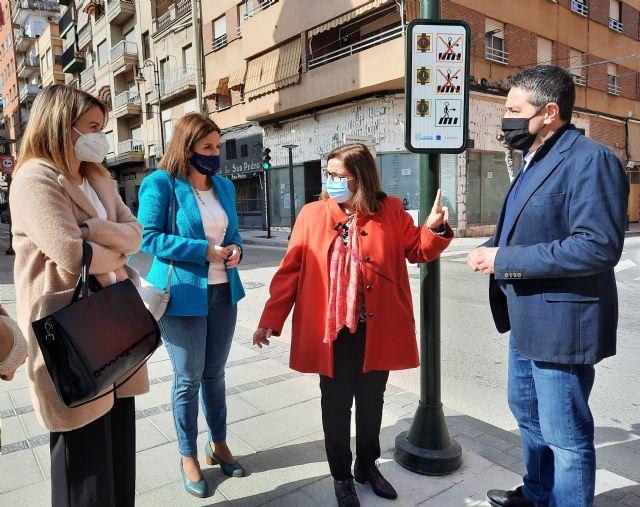 El Ayuntamiento adapta los pasos de peatones de Alcantarilla a personas con trastornos del espectro autista - 1, Foto 1
