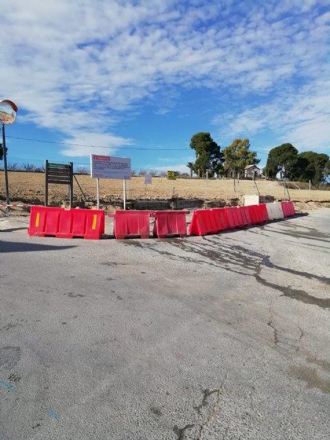La Concejalía de Economía Circular informa de que se han trasladado los contenedores de residuos domésticos ubicados en el cruce de La Parra - 1, Foto 1