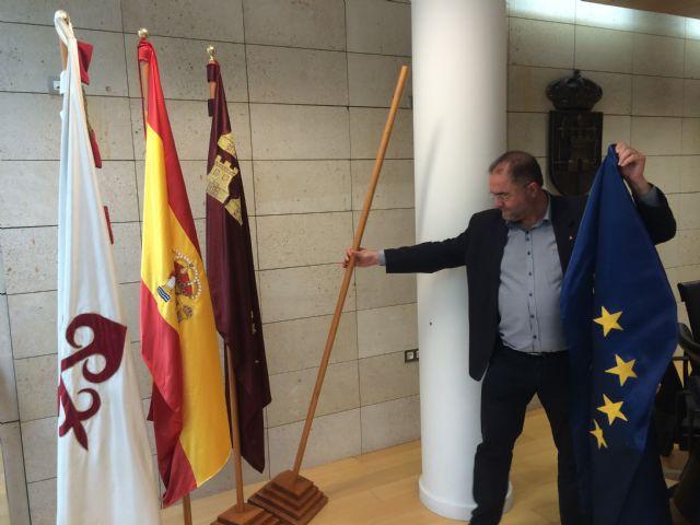 Retiran la bandera de la Unión Europea del salón de plenos como gesto simbólico de protesta por el trato que está dando a los refugiados - 1, Foto 1