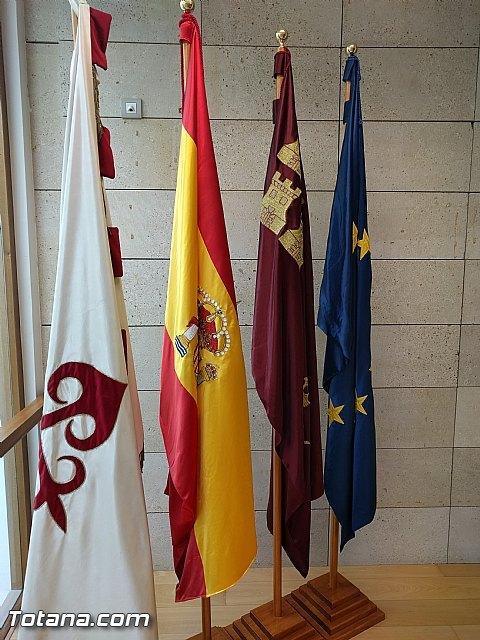 Retiran la bandera de la Unión Europea del salón de plenos como gesto simbólico de protesta por el trato que está dando a los refugiados - 4, Foto 4