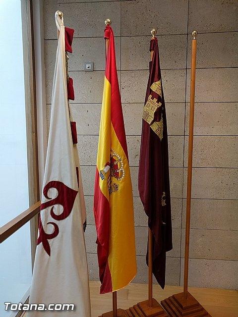Retiran la bandera de la Unión Europea del salón de plenos como gesto simbólico de protesta por el trato que está dando a los refugiados - 5, Foto 5