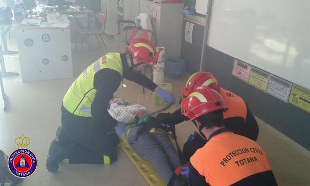 """Students from the school """"Reina Sofia"""" participate in a mock evacuation of the building in case of earthquake - 7"""