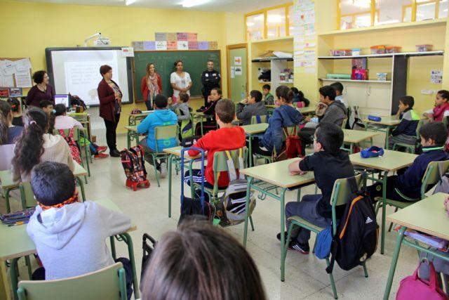 El Ayuntamiento pone en marcha una campaña para prevenir el absentismo escolar en los colegios y en el Instituto Rambla de Nogalte - 1, Foto 1
