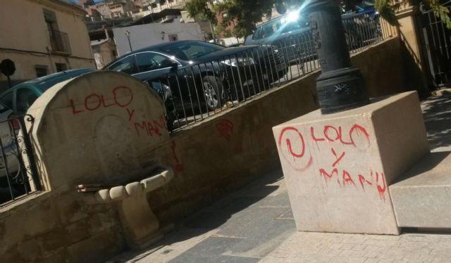 El PSOE solicita el adecentamiento de la Plaza Cardenal Belluga para no desmerecer la inauguración de San Patricio - 1, Foto 1