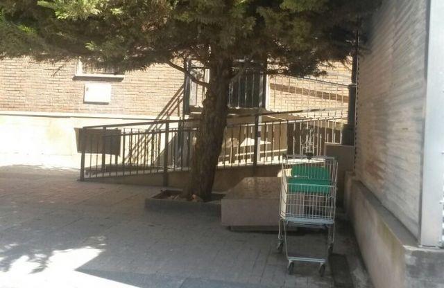 El PSOE solicita el adecentamiento de la Plaza Cardenal Belluga para no desmerecer la inauguración de San Patricio - 2, Foto 2