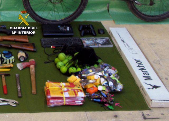 La Guardia Civil desmantela un grupo delictivo juvenil dedicado a la comisión de robos en casas de campo y chalets, Foto 1