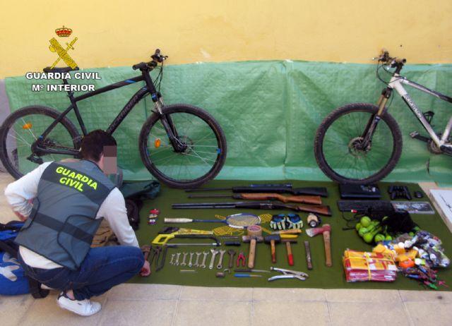 La Guardia Civil desmantela un grupo delictivo juvenil dedicado a la comisión de robos en casas de campo y chalets, Foto 2