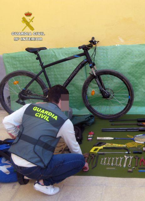 La Guardia Civil desmantela un grupo delictivo juvenil dedicado a la comisión de robos en casas de campo y chalets, Foto 3