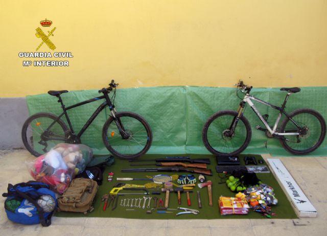 La Guardia Civil desmantela un grupo delictivo juvenil dedicado a la comisión de robos en casas de campo y chalets, Foto 4