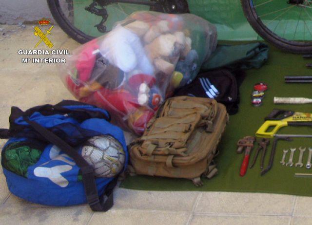 La Guardia Civil desmantela un grupo delictivo juvenil dedicado a la comisión de robos en casas de campo y chalets, Foto 5