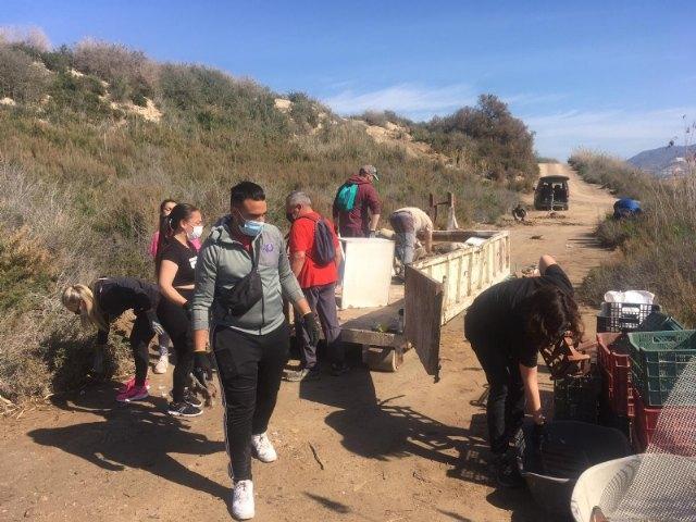 La asociación Meles y el Ayuntamiento de Alhama retiran 1.600 kg de residuos en los alrededores del río Guadalentín - 2, Foto 2